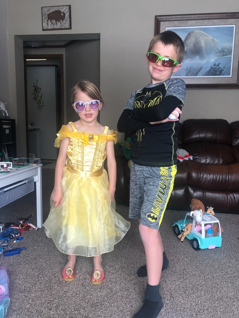 Kasen and Kinzly with sunglasses on